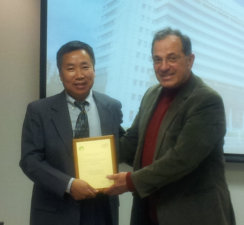 Professor Zeng-Guang Hou being awarded the KEDRI Distinguished Visiting Researcher Award