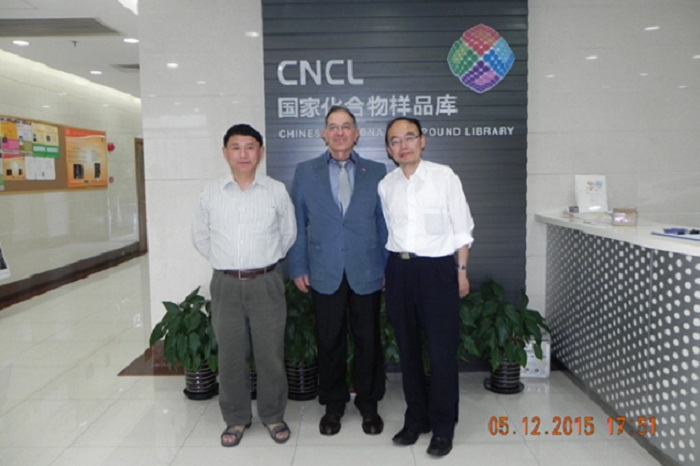 2015: Photo Professor Kasabov visits KEDRI partners Dr. Wang and Professor Yang, Shanghai.