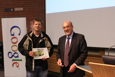 Stefan Schliebs win the Best Poster Award at the NZCSRSC 2010
